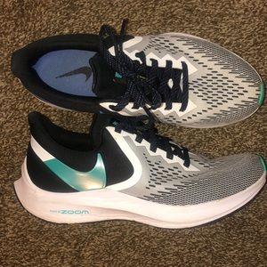Nike Zoom Winflo RunFast Tennis Shoes like new